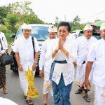 Ny. Putri Koster Menghadiri Karya Ngenteg Linggih Parahyangan Dalem lan Prajapati di Desa Adat Gerokgak, Kabupaten Buleleng, Selasa (9/7).