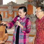 Apresiasi LKB Saraswati, Gubernur Koster Harapkan Aktif Ngayah di Pura.
